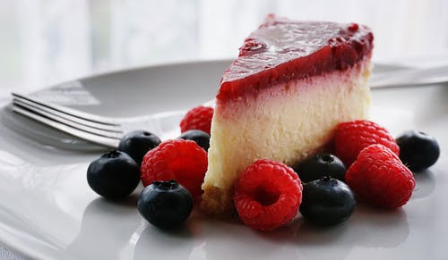 LCHF Cheesecake with Strawberry Sauce